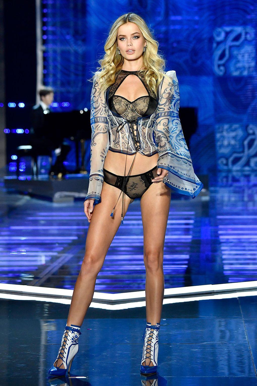 HOT: Victorias Secret Fashion Show 2017 đẹp ngoài sức tưởng tượng, Lais Ribeiro quá lộng lẫy với Fantasy Bra 2 triệu USD - Ảnh 14.