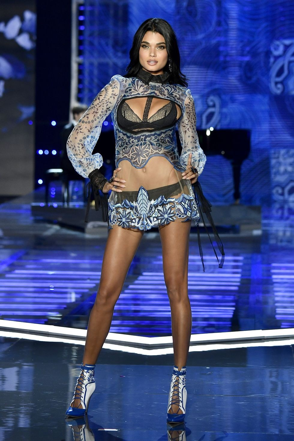 HOT: Victorias Secret Fashion Show 2017 đẹp ngoài sức tưởng tượng, Lais Ribeiro quá lộng lẫy với Fantasy Bra 2 triệu USD - Ảnh 18.