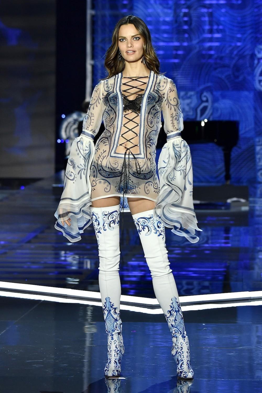 HOT: Victorias Secret Fashion Show 2017 đẹp ngoài sức tưởng tượng, Lais Ribeiro quá lộng lẫy với Fantasy Bra 2 triệu USD - Ảnh 19.