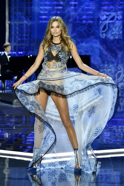 HOT: Victorias Secret Fashion Show 2017 đẹp ngoài sức tưởng tượng, Lais Ribeiro quá lộng lẫy với Fantasy Bra 2 triệu USD - Ảnh 20.