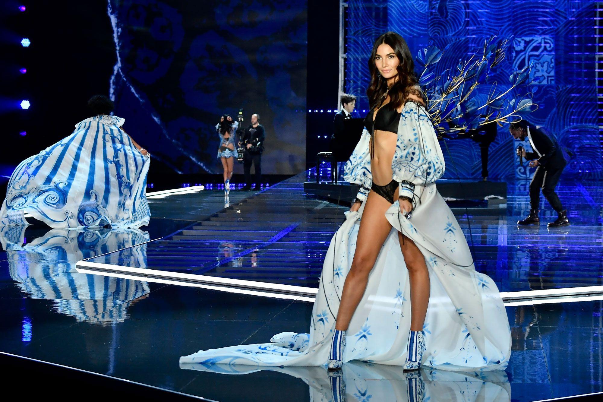 HOT: Victorias Secret Fashion Show 2017 đẹp ngoài sức tưởng tượng, Lais Ribeiro quá lộng lẫy với Fantasy Bra 2 triệu USD - Ảnh 12.
