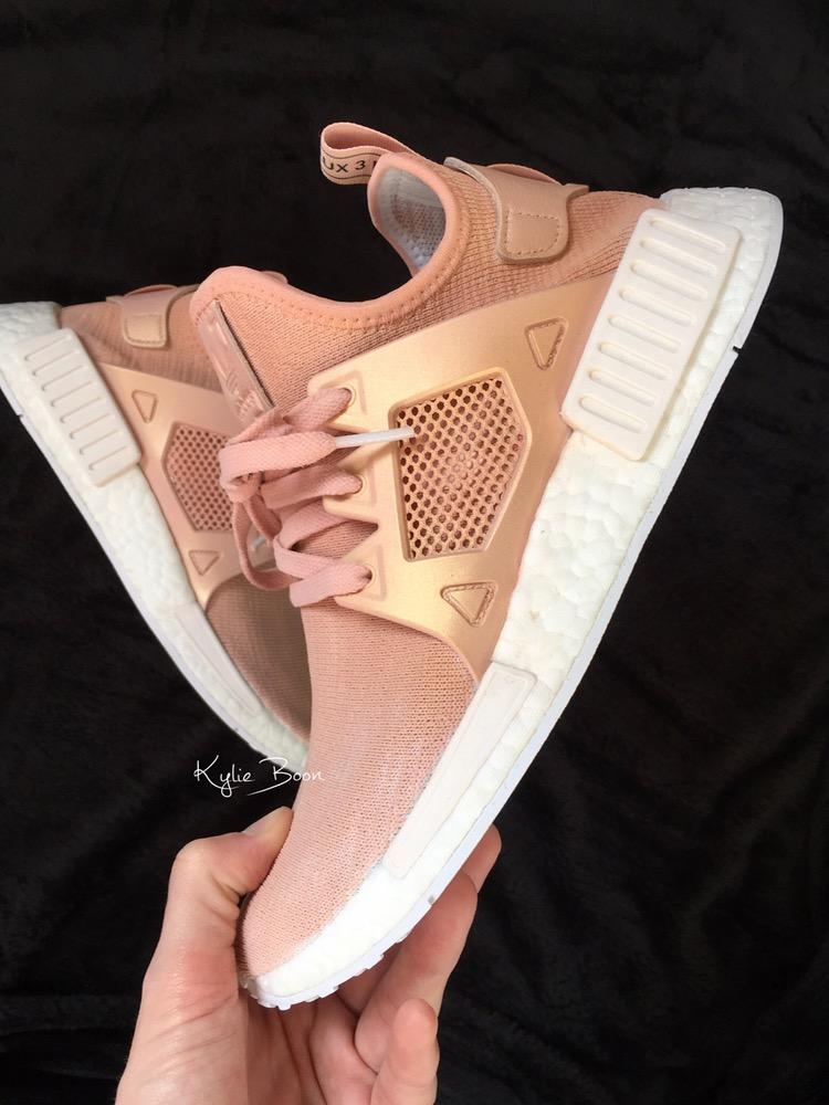 Đoạn clip triệu view về đôi adidas NMD hồng ánh vàng hàng thửa đang khiến các cô nàng phát cuồng - Ảnh 3.