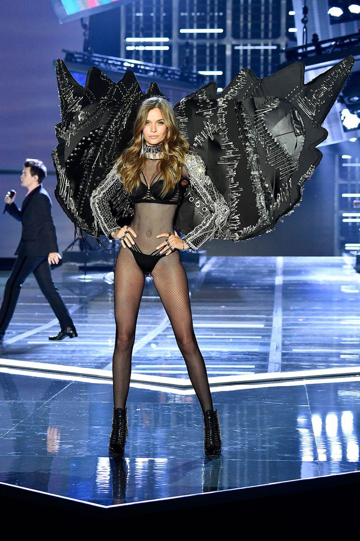 HOT: Victorias Secret Fashion Show 2017 đẹp ngoài sức tưởng tượng, Lais Ribeiro quá lộng lẫy với Fantasy Bra 2 triệu USD - Ảnh 52.