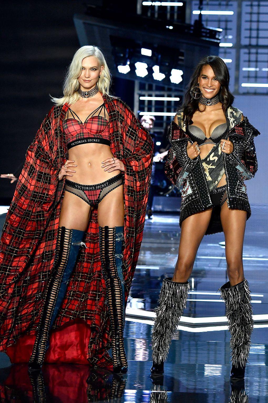 HOT: Victorias Secret Fashion Show 2017 đẹp ngoài sức tưởng tượng, Lais Ribeiro quá lộng lẫy với Fantasy Bra 2 triệu USD - Ảnh 56.