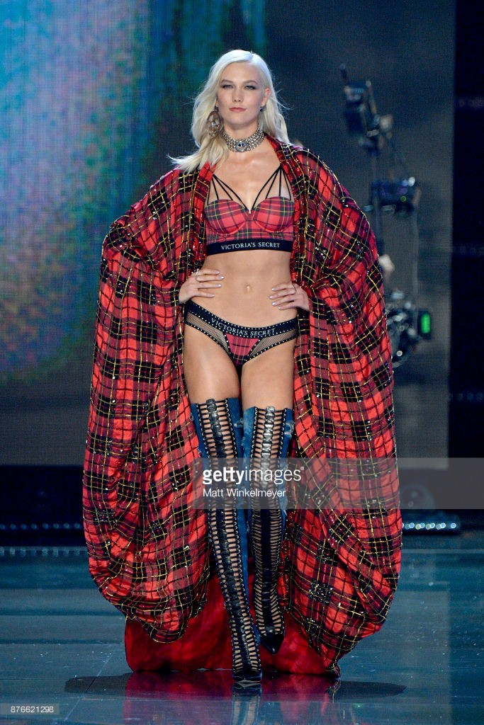 HOT: Victorias Secret Fashion Show 2017 tràn ngập màu sắc rực rỡ, Lais Ribeiro quá đẹp với Fantasy Bra 2 triệu USD - Ảnh 33.