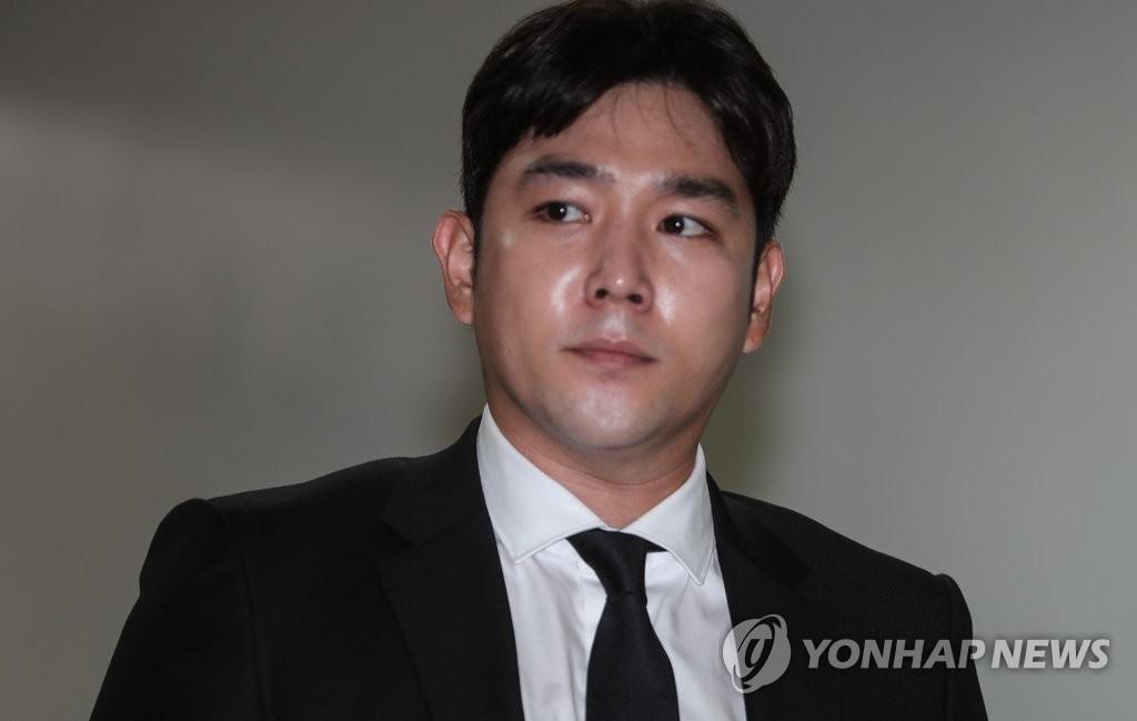 Hết ẩu đả, lái xe gây tai nạn, Kangin (Super Junior) lại bị đưa vào đồn vì hành hung bạn gái - Ảnh 2.