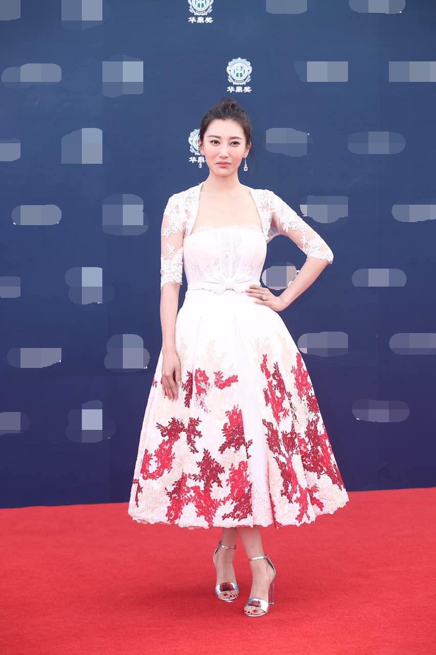 Thảm đỏ Hoa Đỉnh 2017: Chân gầy khẳng khiu, Đường Yên vẫn cân dàn mỹ nhân Cbiz nhờ nhan sắc ngọt ngào - Ảnh 10.