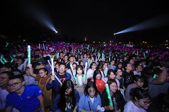 """Hoàng Touliver, SlimV cùng các nghệ sĩ quốc tế làm bùng nổ đêm nhạc đầu tiên của """"Monsoon Music Festival 2017 by Tuborg"""" - Ảnh 10."""
