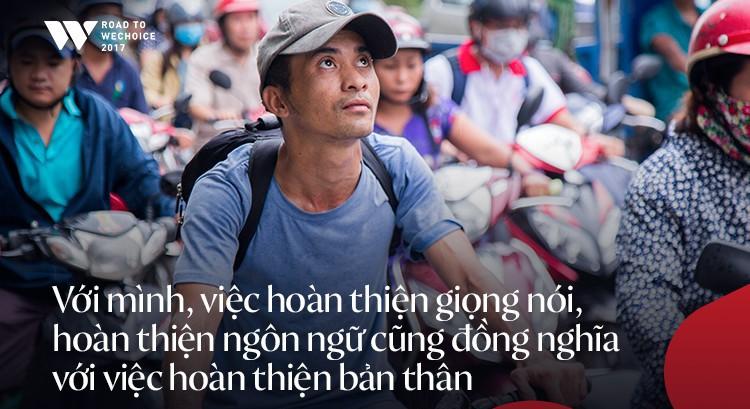 Chàng shipper xe đạp bị khuyết tật giọng nói vẫn chăm đọc sách, học tiếng Anh và làm từ thiện: Nếu không cố gắng, mình sẽ bị lùi lại phía sau - Ảnh 4.