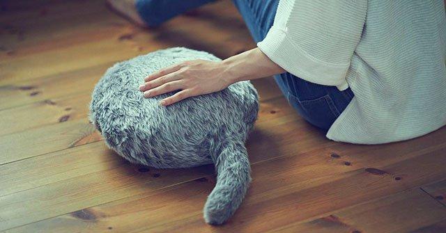 Gối ôm biết ngoe nguẩy đuôi giống như mèo - Ảnh 3.