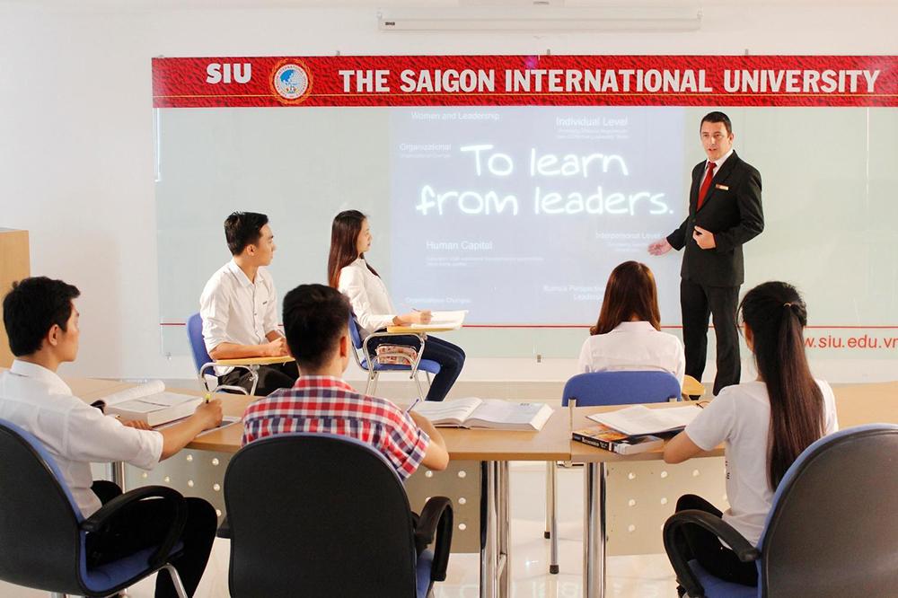 ĐH Quốc tế Sài Gòn công bố điểm xét tuyển nguyện vọng 1 - Ảnh 1.