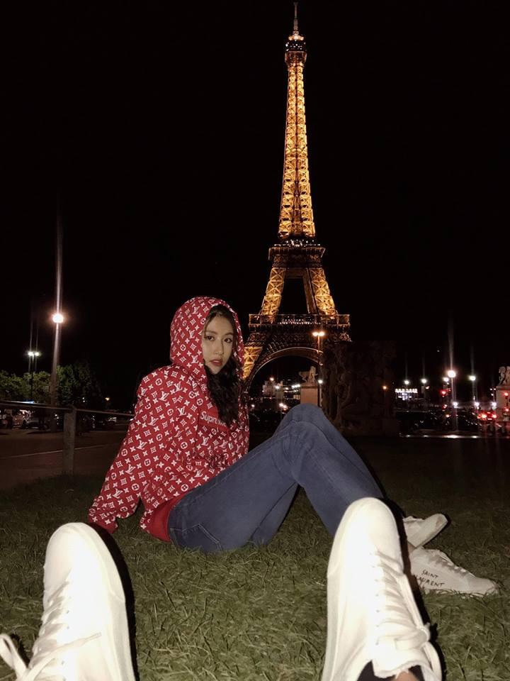 Quỳnh Anh Shyn hẳn sẽ khiến các tay chơi ghen tị vì diện cả BST Supreme x Louis Vuitton đi khắp châu Âu - Ảnh 1.