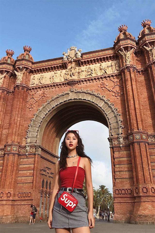 Quỳnh Anh Shyn hẳn sẽ khiến các tay chơi ghen tị vì diện cả BST Supreme x Louis Vuitton đi khắp châu Âu - Ảnh 4.