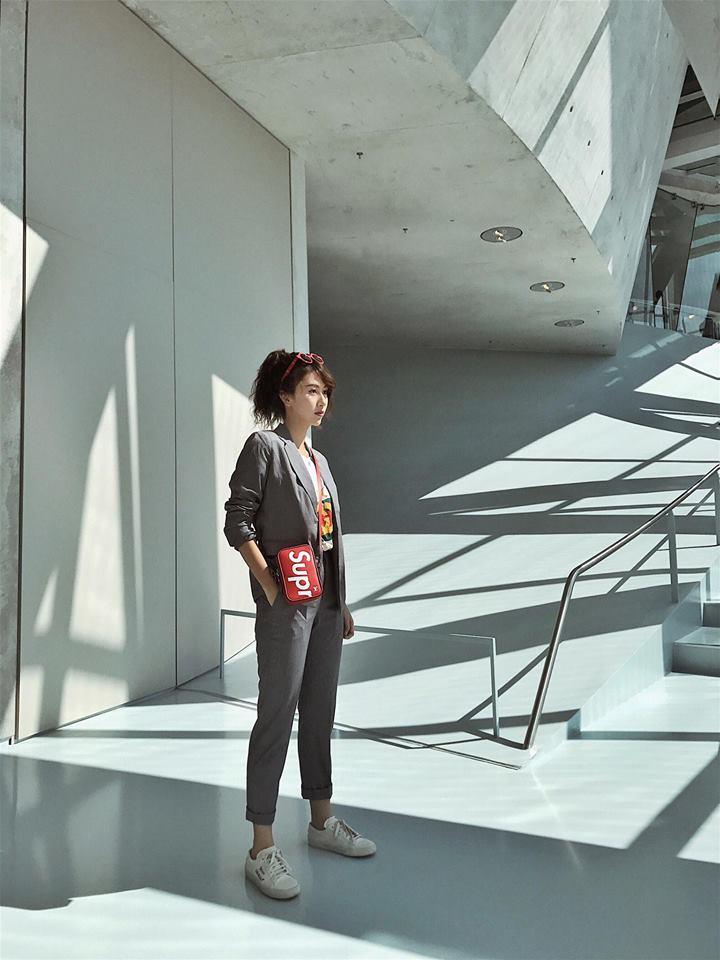 Quỳnh Anh Shyn hẳn sẽ khiến các tay chơi ghen tị vì diện cả BST Supreme x Louis Vuitton đi khắp châu Âu - Ảnh 6.