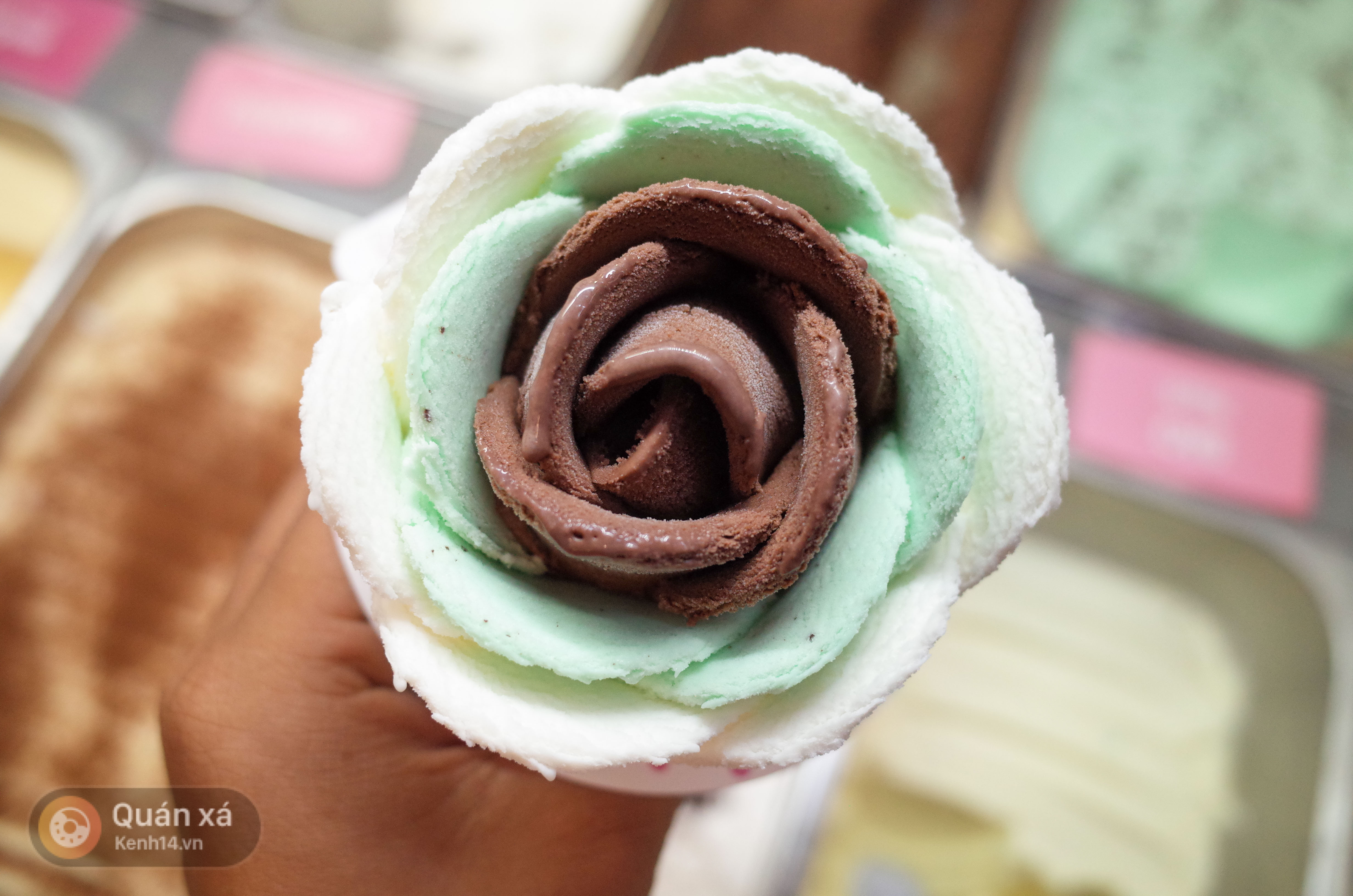 Sài Gòn: Đi thử ngay món kem hoa hồng đang khiến cư dân mạng thế giới sốt xình xịch - Ảnh 11.