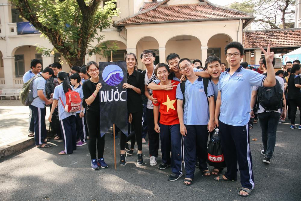 Nữ sinh lớp 12 trường chuyên Lê Hồng Phong rạng rỡ trong hội trại trưởng thành - Ảnh 1.