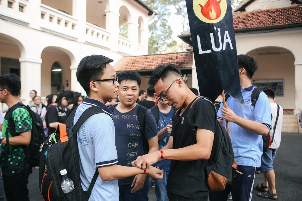Nữ sinh lớp 12 trường chuyên Lê Hồng Phong rạng rỡ trong hội trại trưởng thành - Ảnh 9.
