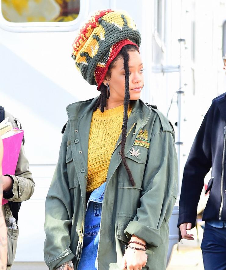 Rihanna đi đâu cũng phô ra hai quả bom nổ chậm, thời trang ngày càng khó hiểu quá đà - Ảnh 14.