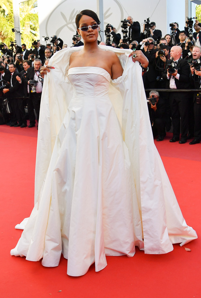 Hoa hậu Aishwarya Rai đẹp như Lọ Lem, chặt chém dàn mỹ nhân trên đấu trường nhan sắc Cannes! - Ảnh 15.