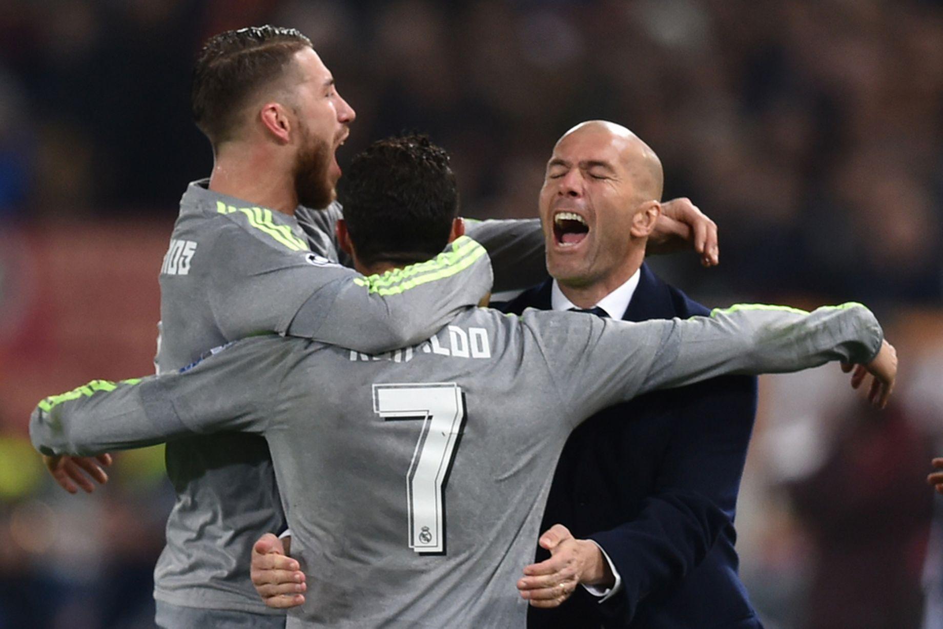 Zidane và Ramos gọi điện thuyết phục Ronaldo ở lại - Ảnh 1.