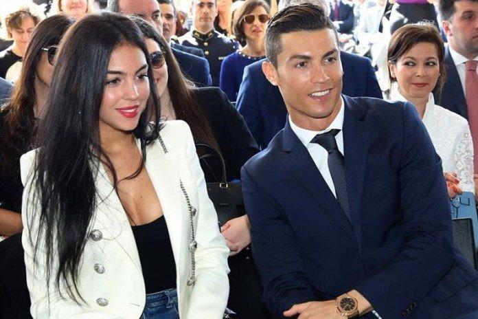 Ronaldo - Georgina: Mối tình Hoàng tử và Công chúa Lọ Lem - Ảnh 2.