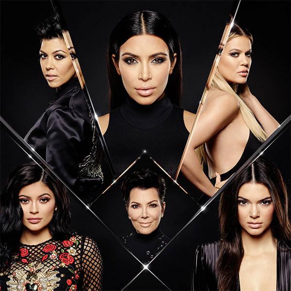 Gia đình Kardashian chứng minh: Chỉ cần đoàn kết thì không ngán bất cứ kẻ thù hổ báo nào! - Ảnh 1.
