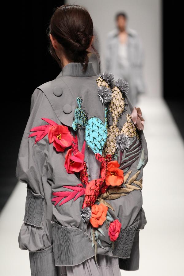 BST mới của NTK Công Trí tại Tokyo Fashion Week: Trước cái đẹp, bạn chỉ còn biết Wow lên một tiếng!!! - Ảnh 4.