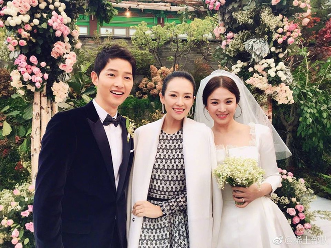 Dù là đám cưới thế kỷ, Song Hye Kyo vẫn chọn váy và trang điểm giản dị không khác gì mọi khi - Ảnh 1.