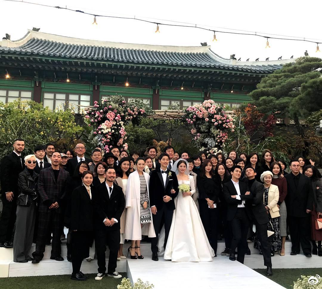 Cùng nhau diện đồ Dior trong đám cưới thế kỉ, còn ai tâm đầu ý hợp hơn Song - Song - Ảnh 5.