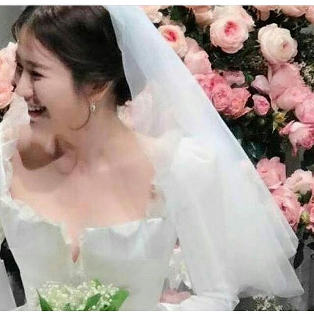 Dù là đám cưới thế kỷ, Song Hye Kyo vẫn chọn váy và trang điểm giản dị không khác gì mọi khi - Ảnh 5.