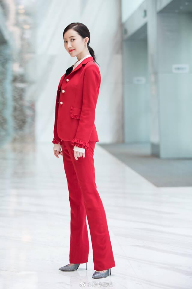 Chán váy vóc bánh bèo, nhiều sao Hoa Ngữ đồng loạt rủ nhau mặc suit đi sự kiện - Ảnh 11.