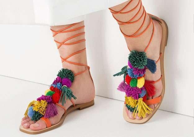 Nhìn mấy đôi giày lạ này mới thấy dép lau nhà hay dép đi chợ của Zara vẫn thường chán! - Ảnh 4.