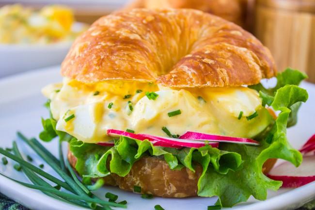 Sandwich salad trứng cầu vồng: Vừa đẹp vừa đủ chất cho bữa ăn cân bằng - Ảnh 6.