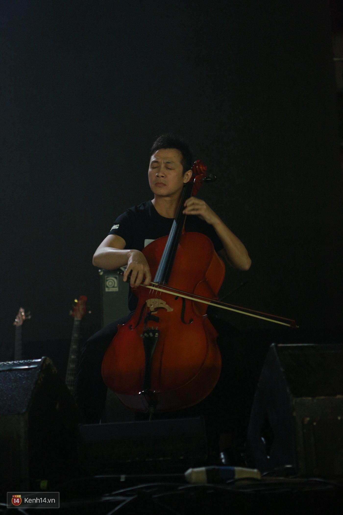 Vợ Trần Lập nghẹn ngào khi giọng chồng cất lên trong ca khúc Mắt đen - Ảnh 23.