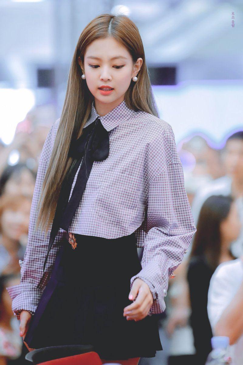 Quả là Jennie Kim (Black Pink) mặc thứ gì, các... nam idol liền diện ngay thứ đó! - Ảnh 1.