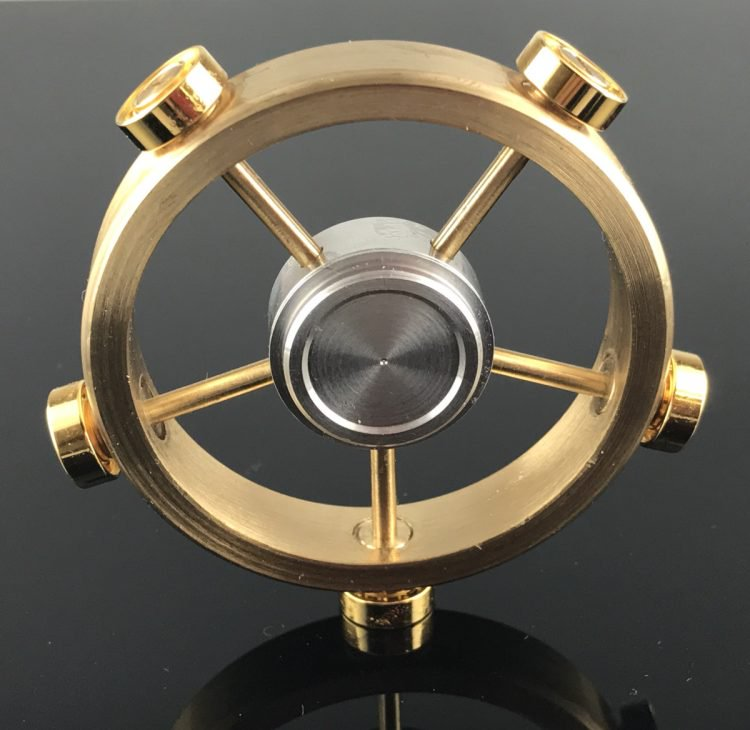 Xoay 12 phút liên tục không nghỉ: Chỉ có thể là con quay fidget spinner của người Nhật - Ảnh 3.