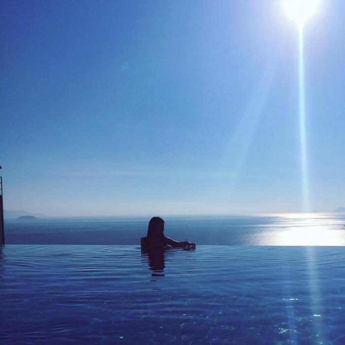Bạn sẽ mê mẩn 3 hồ bơi tràn bờ biển siêu đẹp và rất gần Sài Gòn này mất! - Ảnh 26.