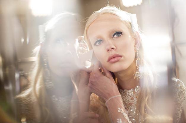 Tuần lễ Haute Couture: Nếu đời là một giấc mơ thì cứ mong mộng mị mãi đẹp thế! - Ảnh 1.