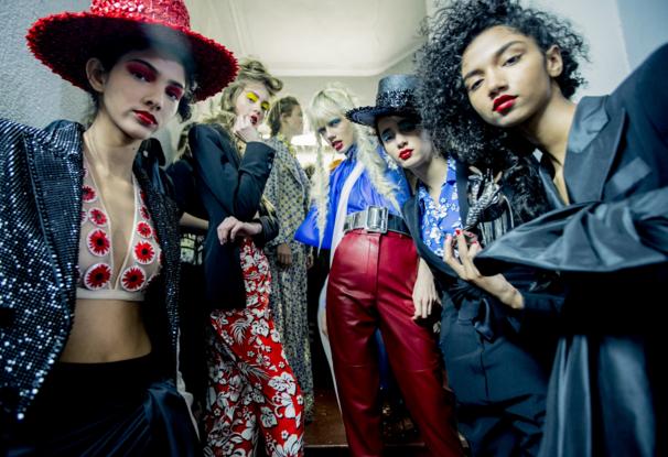 Tuần lễ Haute Couture: Nếu đời là một giấc mơ thì cứ mong mộng mị mãi đẹp thế! - Ảnh 8.