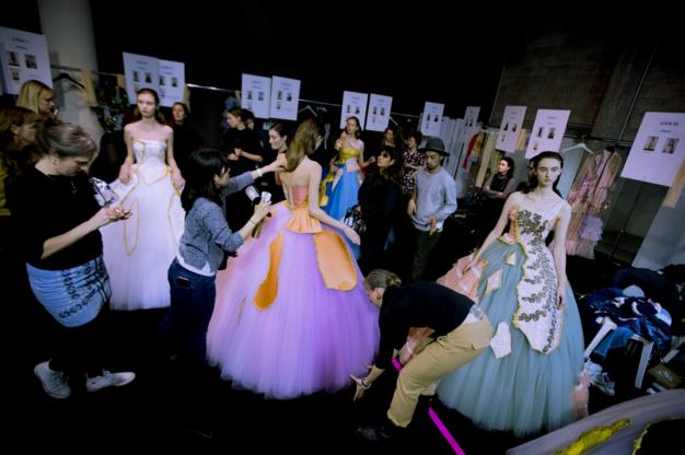 Tuần lễ Haute Couture: Nếu đời là một giấc mơ thì cứ mong mộng mị mãi đẹp thế! - Ảnh 14.