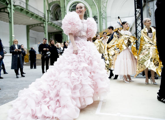Tuần lễ Haute Couture: Nếu đời là một giấc mơ thì cứ mong mộng mị mãi đẹp thế! - Ảnh 26.