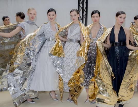 Tuần lễ Haute Couture: Nếu đời là một giấc mơ thì cứ mong mộng mị mãi đẹp thế! - Ảnh 27.