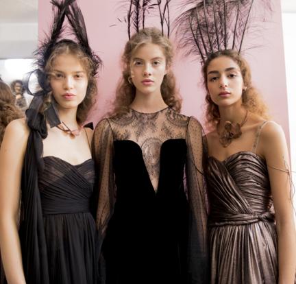 Tuần lễ Haute Couture: Nếu đời là một giấc mơ thì cứ mong mộng mị mãi đẹp thế! - Ảnh 31.