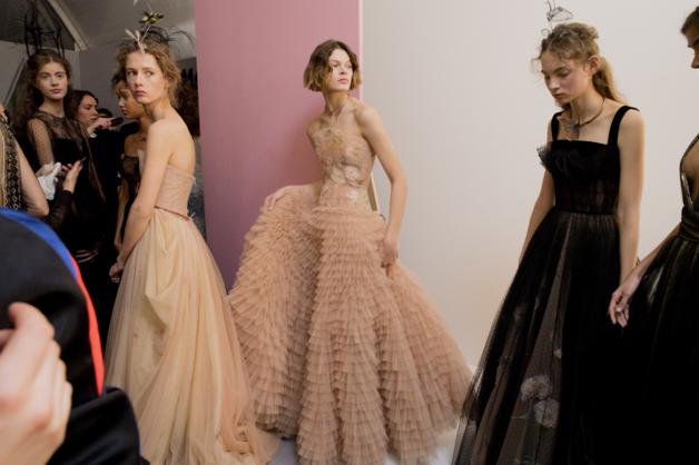 Tuần lễ Haute Couture: Nếu đời là một giấc mơ thì cứ mong mộng mị mãi đẹp thế! - Ảnh 33.