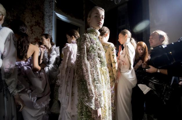 Tuần lễ Haute Couture: Nếu đời là một giấc mơ thì cứ mong mộng mị mãi đẹp thế! - Ảnh 40.