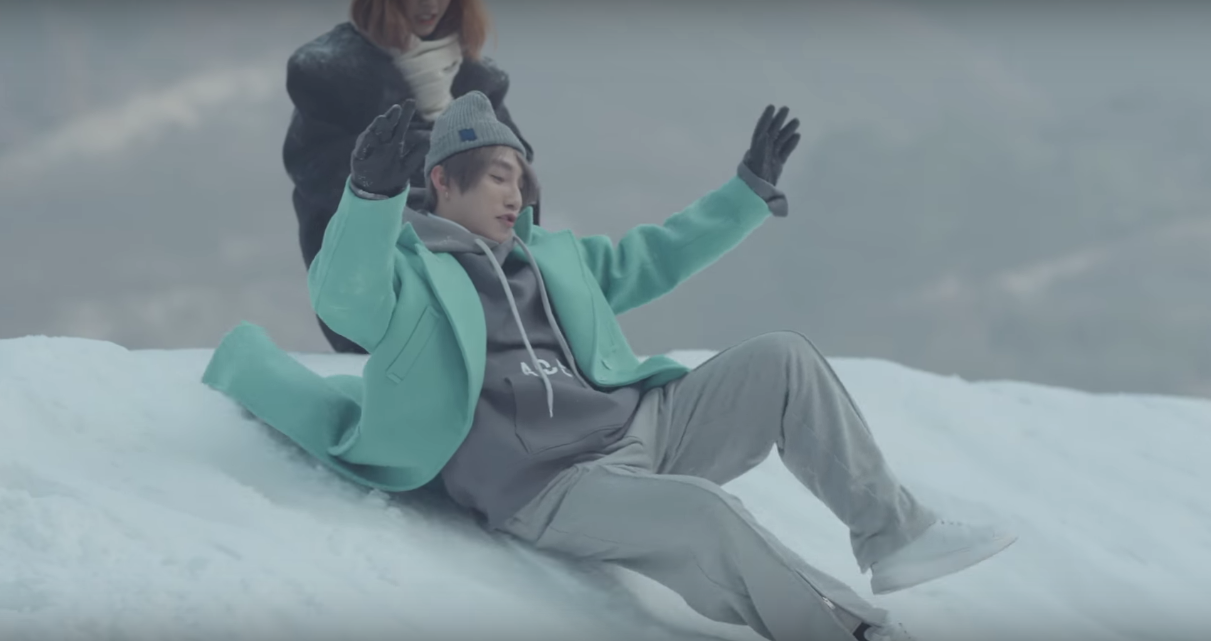Không chỉ có giai điệu, MV Valentine của Sơn Tùng còn gây chú ý vì mặc toàn đồ Hàn size nữ! - Ảnh 4.