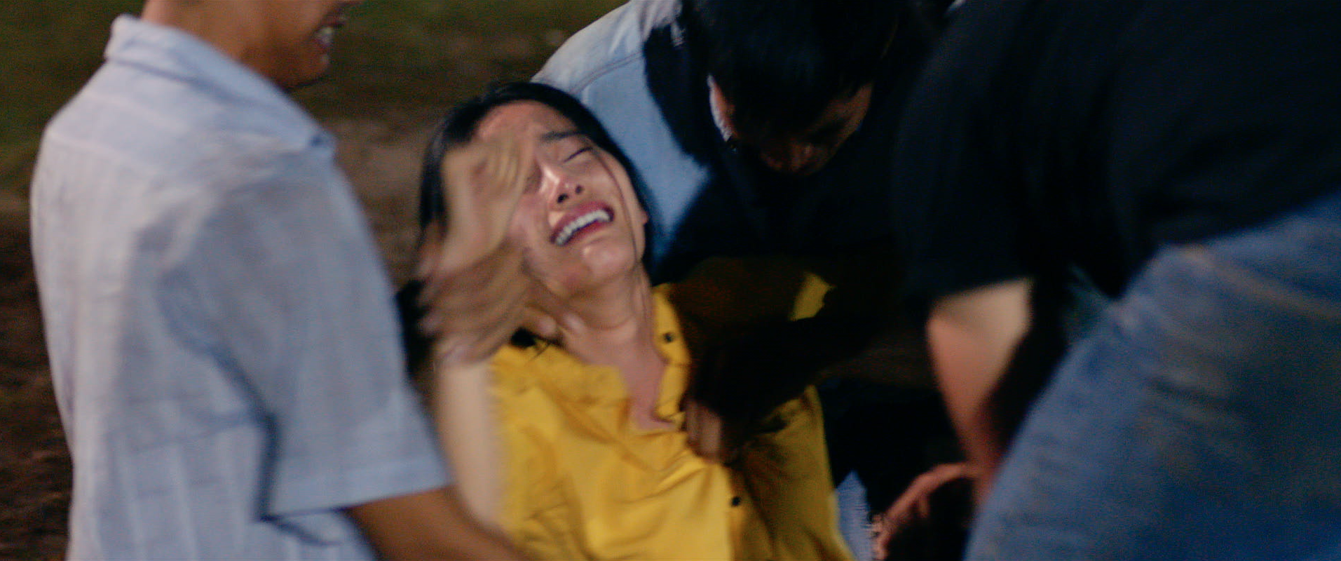 Hữu Châu bất lực nhìn Nam Em bị cưỡng hiếp trong trailer Lô Tô - Ảnh 6.