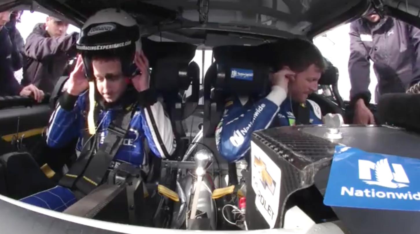 Ông chủ Facebook sợ bạc cả mặt khi lần đầu đua xe - Ảnh 5.