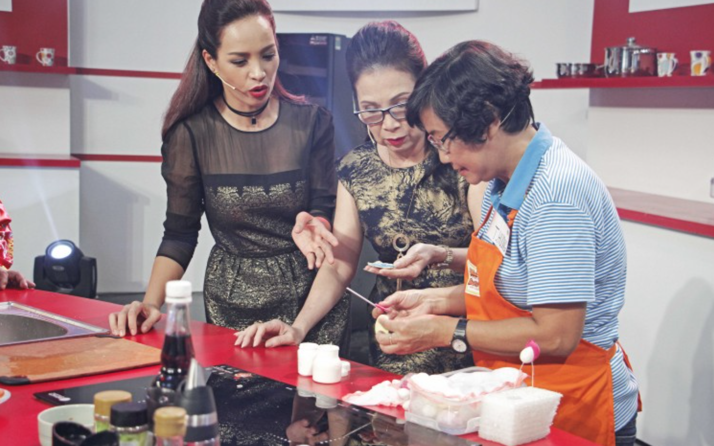 NSƯT Kim Xuân hạnh phúc khi cùng nấu ăn với người hâm mộ - Ảnh 3.