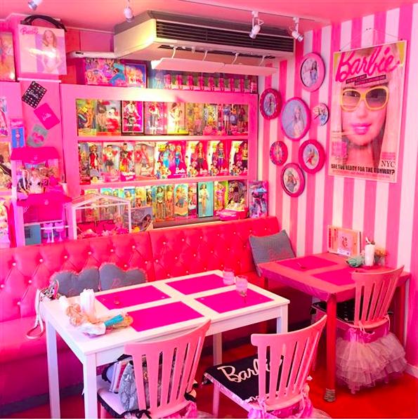 Ghé thăm quán cà phê Barbie màu hồng mộng mơ tuyệt đẹp - Ảnh 1.